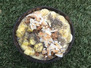 HAWAII 5 OHHH Blend: Frozen Banana, Frozen Pineapple, Frozen Mango, Water Toppings: Gluten Free Granola, Coconut, Chia Seeds, Banana, Pineapple, Local Raw Honey